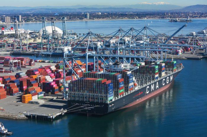 """В портах Калифорнии создалась огромная """"пробка"""": полсотни контейнеровозов ожидают разгрузки"""