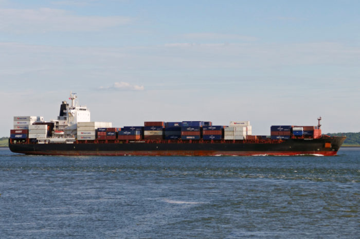 Захваченный пиратами контейнеровоз Mozart прибыл в Габон, судьба 15 заложников неизвестна