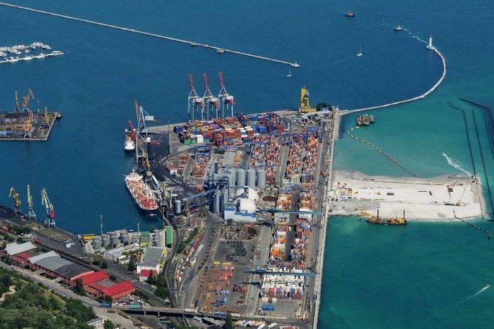 В Одесский порт привезли партию шпунта для реконструкции причала №7