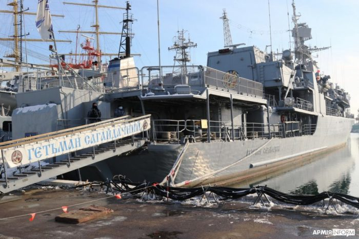 На кораблях ВМС отрабатывают меры по приведению их в боевую готовность «полная»