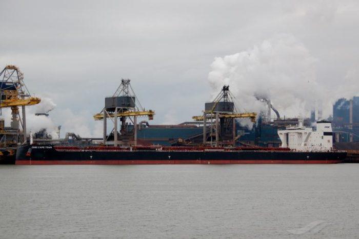 На борту балкера CSSC Shipping возле Гибралтара произошел взрыв