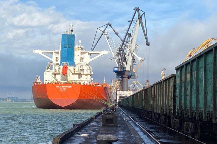 В порту Пивденном за неделю обработали 15 судов