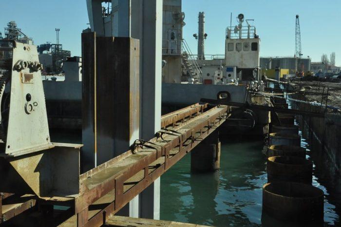 На причале №7 Одесского порта продолжаются ремонтные работы