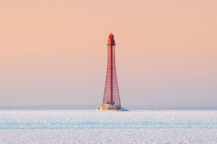 Фото дня: Станислав-Аджигольский маяк во льдах