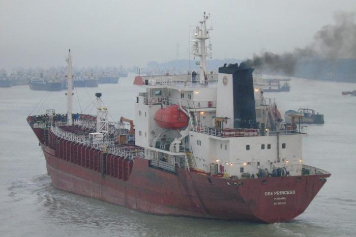Моряк совершил самоубийство на борту танкера у берегов ОАЭ