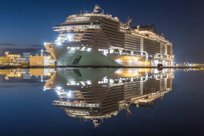 Один из крупнейших круизных лайнеров MSC Virtuosa ждет первого выхода в море