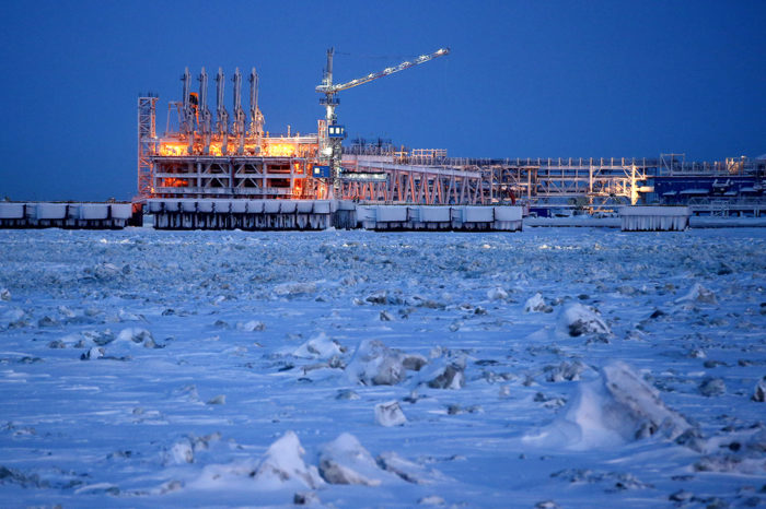"""COSCO инвестирует в строительство трех СПГ-танкеров для """"Арктик СПГ 2"""""""