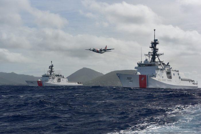 Троих людей спасли с безлюдного острова, где они прожили 33 дня