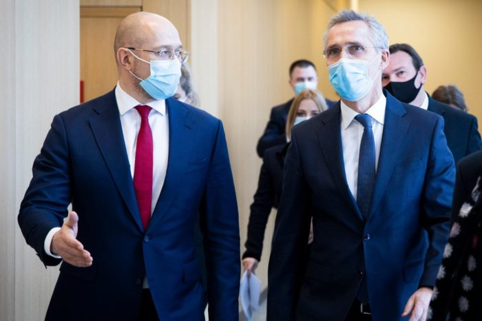 Премьер-министр Украины обсудил с генсекретарем НАТО общие учения в Черном море