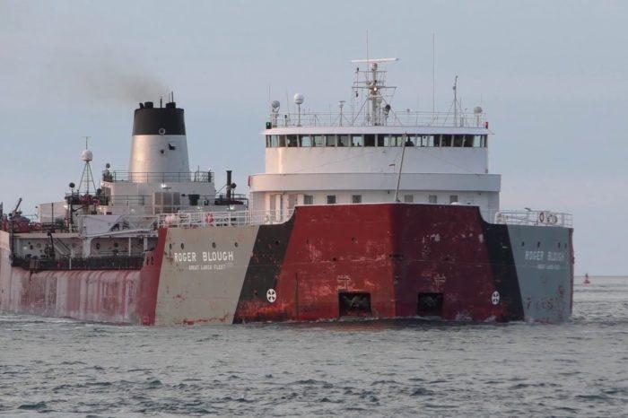 В США на верфи загорелось грузовое судно