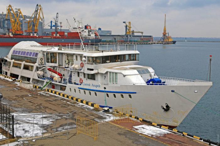 В Одесском порту отремонтировали киевский прогулочный катер