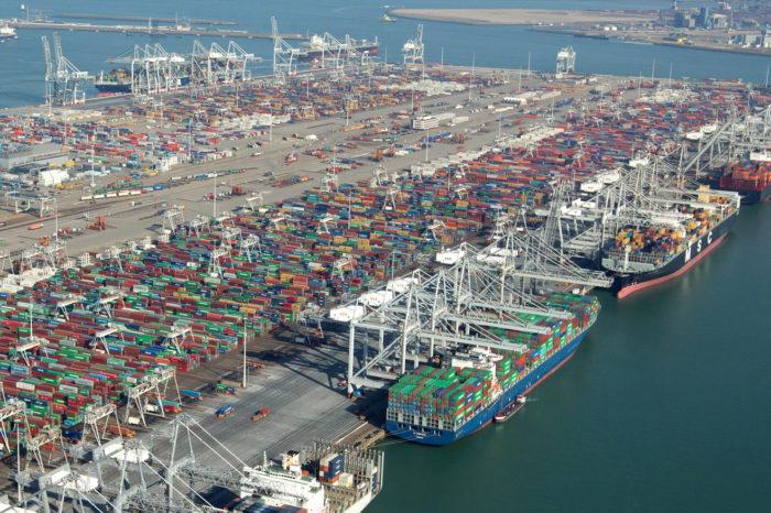 Порт Роттердама остается самым большим портом Европы