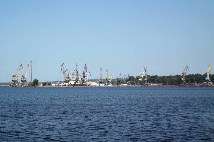 В Запорожском речном порту обрушился кран,  — соцсети