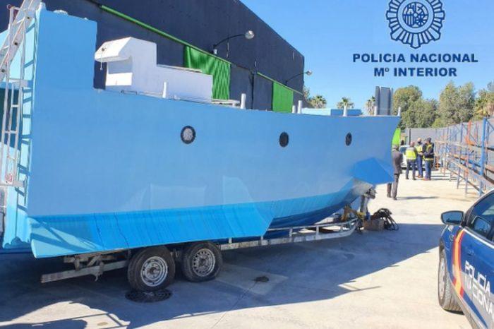 Самодельную субмарину для перевозки наркотиков обнаружили в Испании