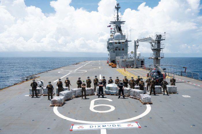 В Гвинейском заливе арестовали судно с кокаином на борту