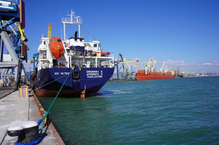 За девять дней марта Мариупольский порт обработал 17 судов