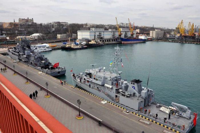 В Одесский порт зашли корабли противоминной группы НАТО (ФОТО)