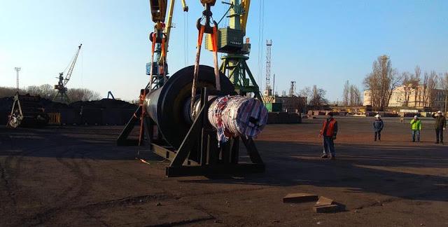 Теплоход «Златоуст» доставил в Измаильский порт тяжеловесное оборудование