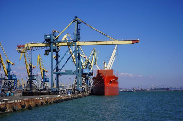 За полмесяца Мариупольский порт обработал 25 судов