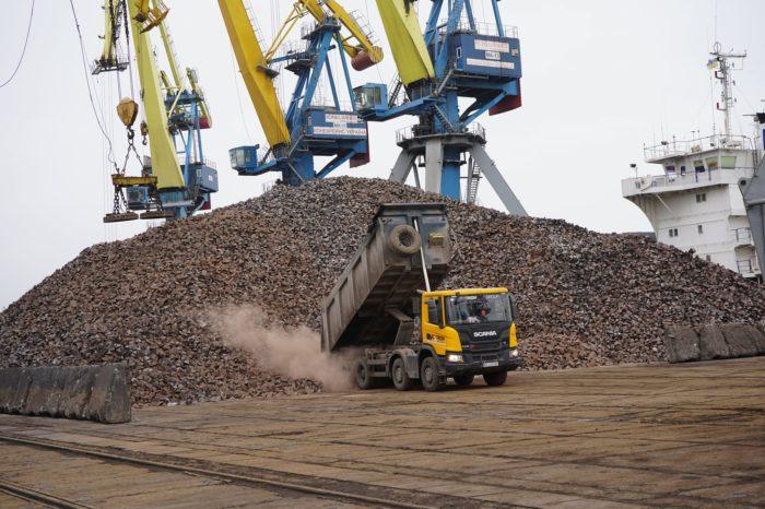 Мариупольский порт впервые за 7 лет отгружает литейный чугун
