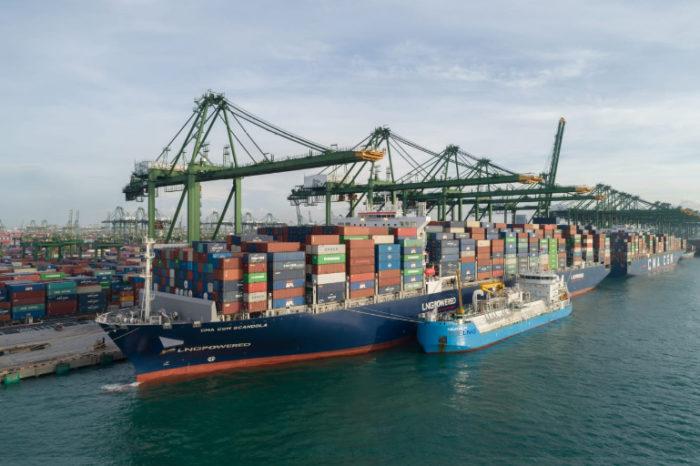 В Азии прошла первая СПГ-бункеровка контейнеровоза методом ship-to-ship