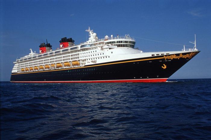 Круизная линия Disney оспаривает иск пассажиров, которые заразились COVID-19