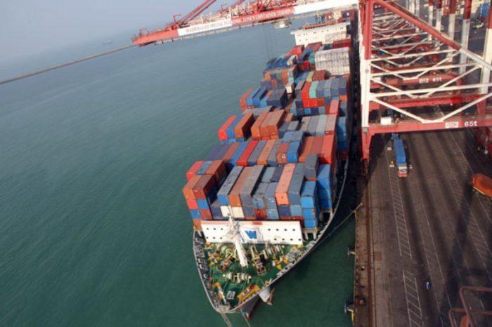 Иран будет экспортировать нефть через Оманский залив