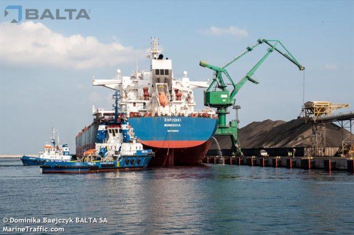 В Индонезии едва не утонули моряки, освободившиеся из рейса