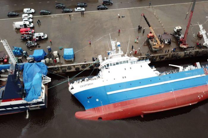 На судостроительном заводе в РФ перевернулось судно: погибли два человека