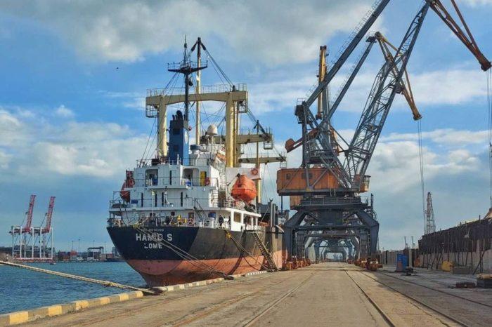 Из Черноморска отправили первую партию экспортной серы украинского производства
