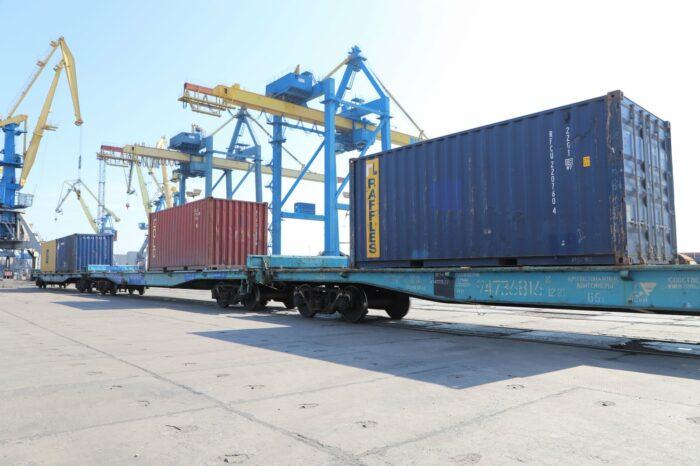 В Мариупольском порту спустя 7 лет возобновились контейнерные перевозки