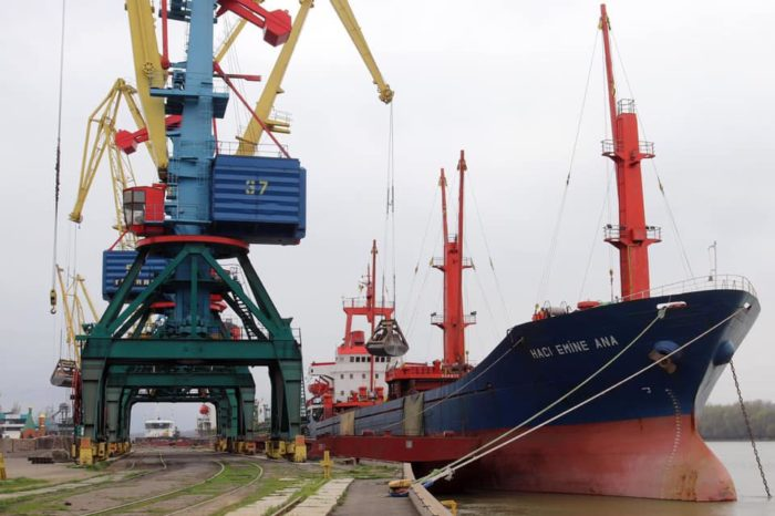 В порту Измаил готовят к отправке партию шрота для Египта (ФОТО)