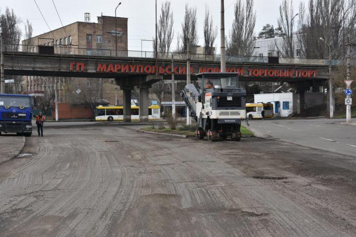 В Мариуполе ремонтируют подъездной путь к порту