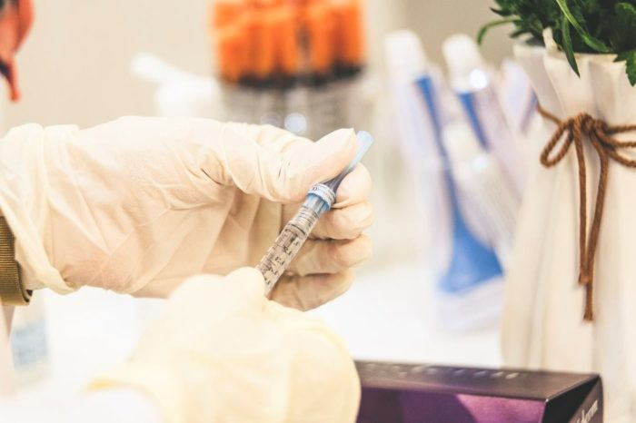 В Великобритании планируют создать международный центр вакцинации моряков