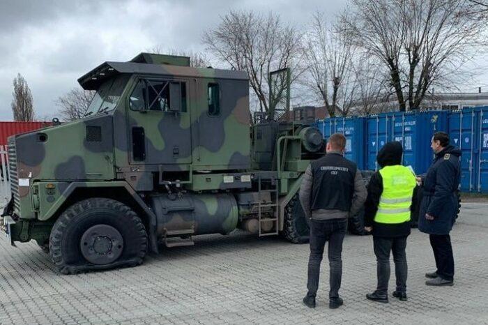 Через Одесский порт пытались ввезти тягач для танка Abrams