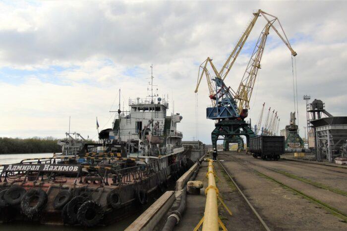 В Измаильском морпорту впервые разгрузили баржу вместимостью более 5 тыс тонн