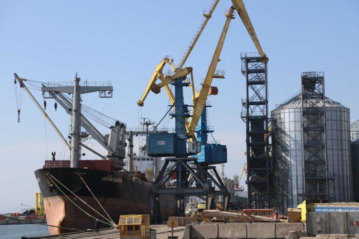 С начала месяца Мариупольский порт перевалил более 500 тыс. тонн грузов