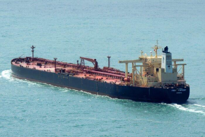 Столкновение сухогруза и танкера в Желтом море спровоцировало разлив нефти (ФОТО)