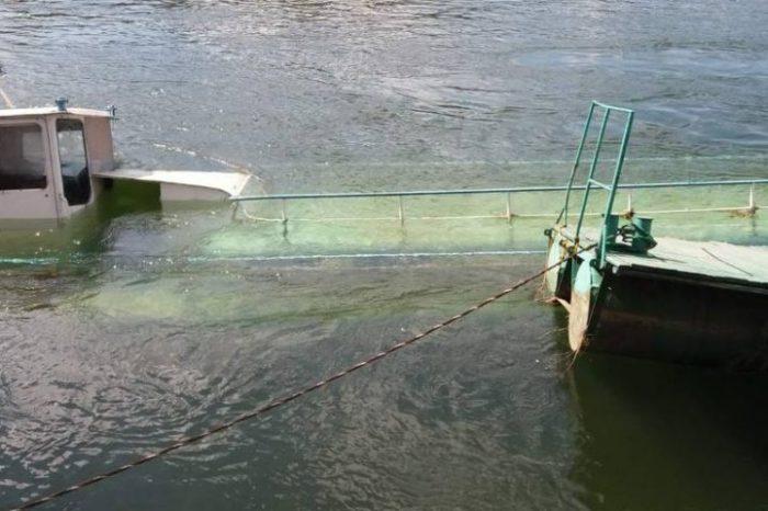 В Могилеве-Подольском затонул аварийный пассажирский теплоход