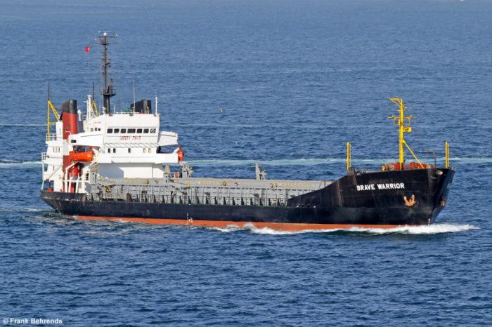 В порту Мариуполь на иностранном судне обнаружили контрабандные сигареты