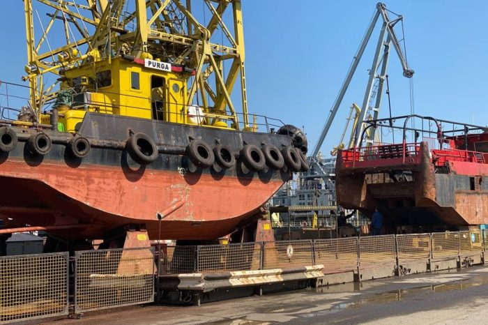 В Одесском порту ремонтируют два судна