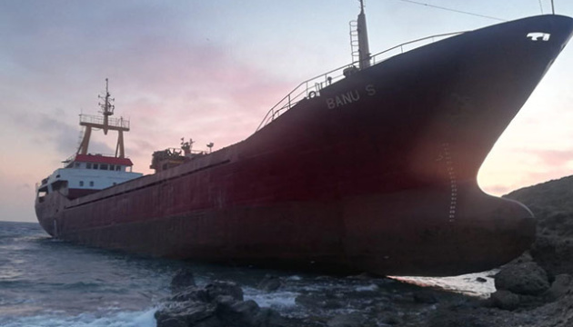 Сухогруз сел на мель в Эгейском море
