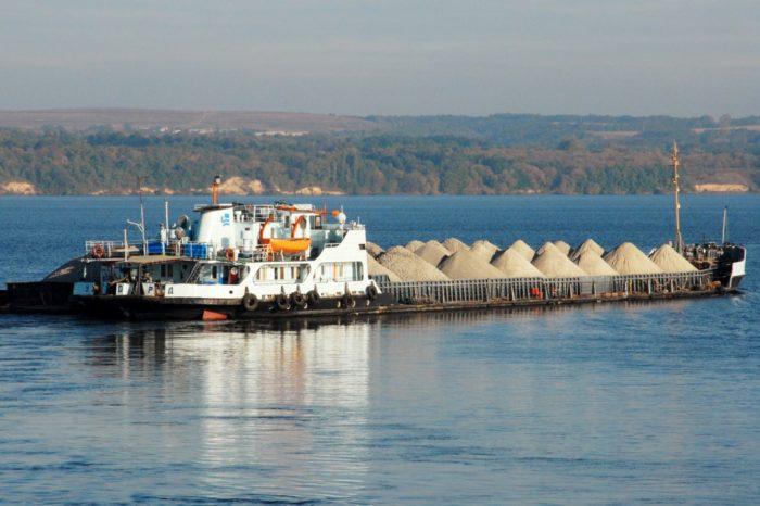 Грузоперевозки по Днепру уже достигли 1,8 млн тонн
