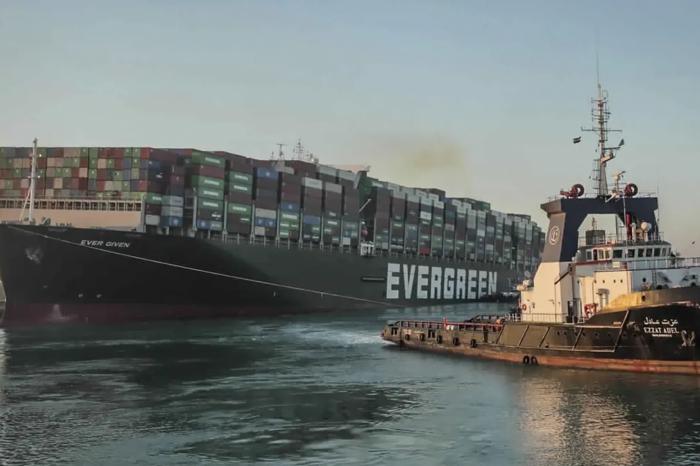 Суд Египта наложил арест на контейнеровоз Ever Given