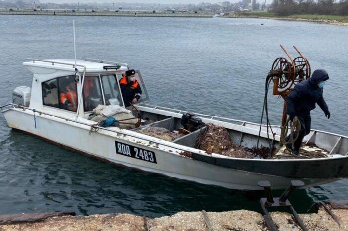 ФСБ задержала украинское рыболовецкое судно в Крыму