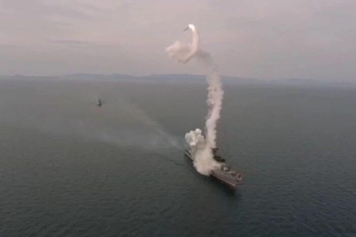 Фрегат «Маршал Шапошников» ВМФ России осуществил неудачный пуск ракеты «Калибр» (ВИДЕО)