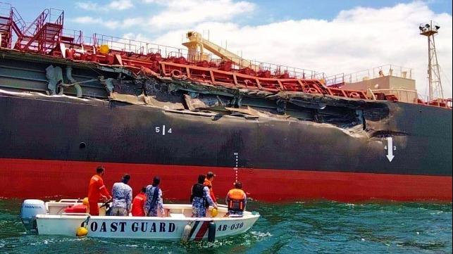 В Манильском заливе столкнулись танкер и балкер (ФОТО, ВИДЕО)