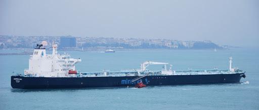 Два танкера сегодня замедлили движение по Суэцкому каналу