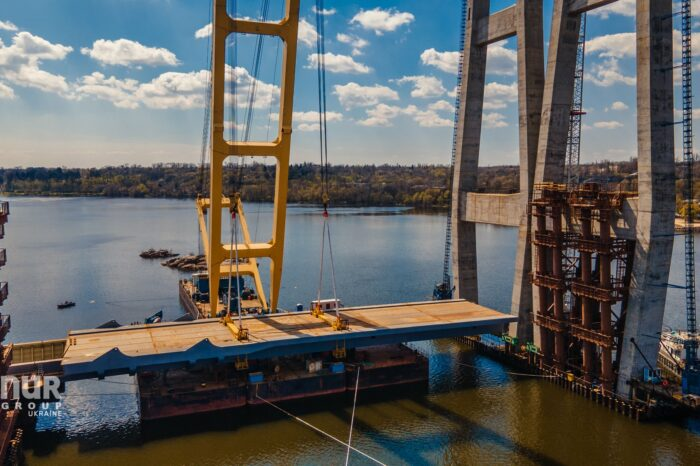 В Запорожье приступили к монтажу первого блока вантового моста