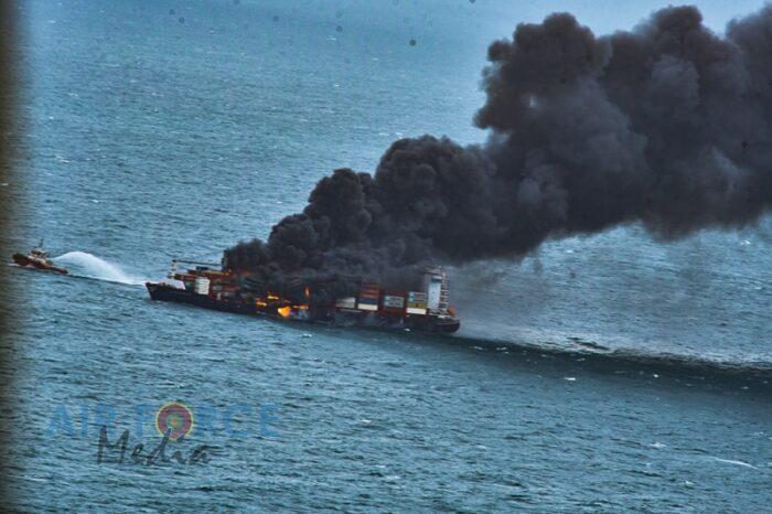 Взрыв на контейнеровозе: экипаж удалось спасти